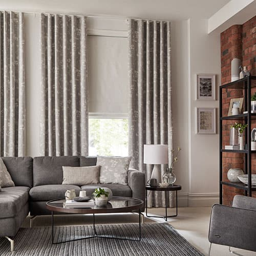 Curtains and window blinds in a living room